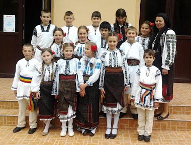 """Ansamblul """"Varvigeanca"""" - Subcetate (înv. Ileana Todor) la Festivalul de folclor din Sărmaș-2013"""