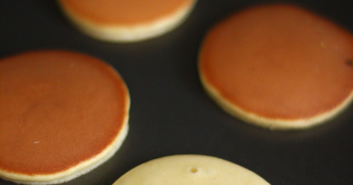 Simply June: Dorayaki (Japanese Pancake with Red Bean Paste Filling)