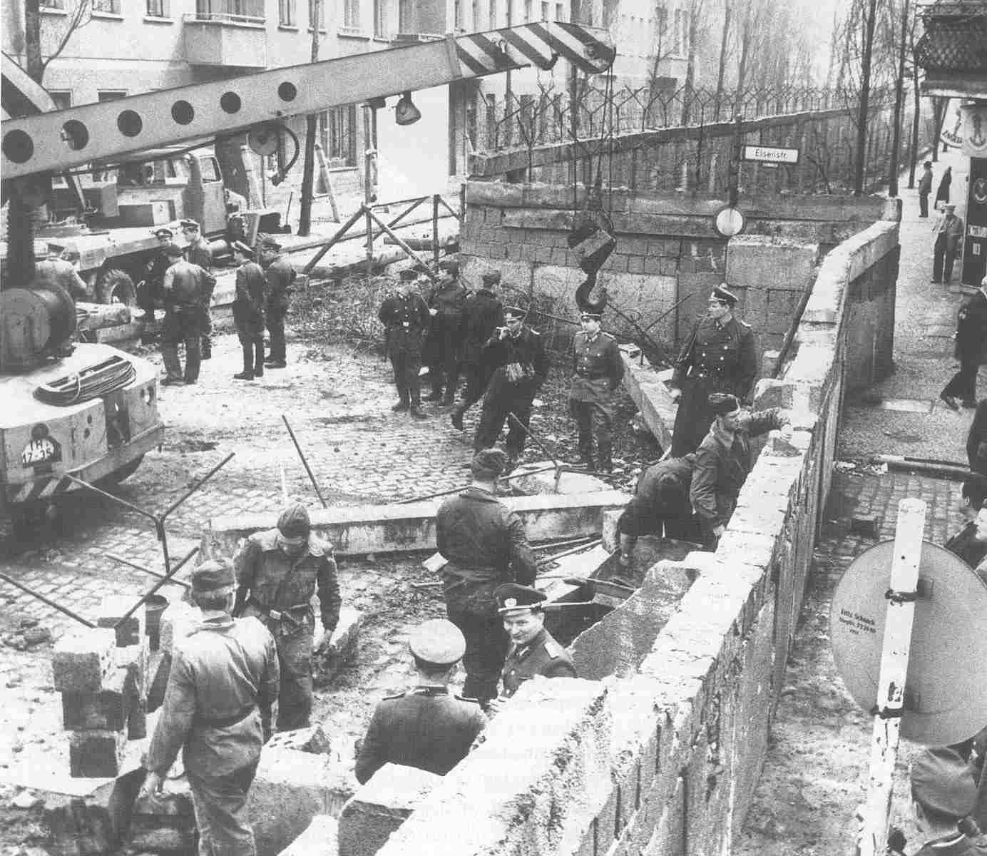 La ca 237 da del bloque socialista europeo creaci 243 n del muro