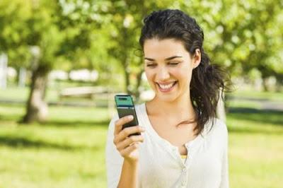 رسائل حب ورومانسية  - فتاة تتحدث فى الموبايل الجوال الهاتف - تكتب - girl woman texting