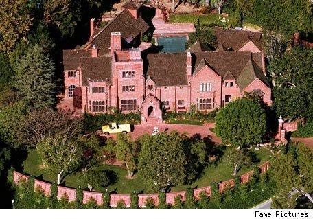 Newshocker Actress Buys House In Garden District