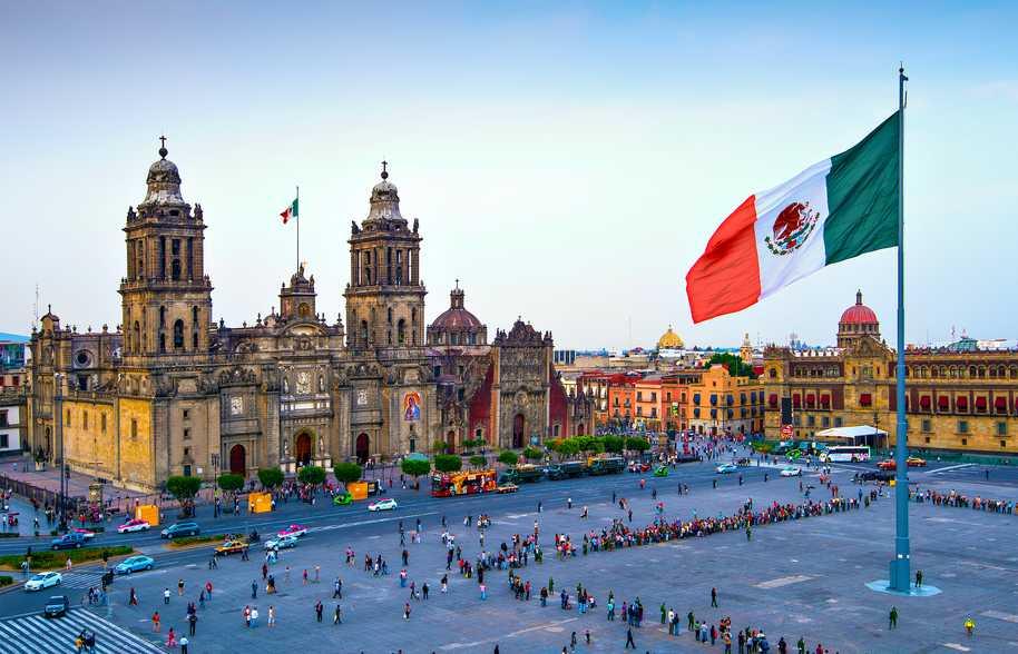 Bolsa y moneda mexicanas caen ante fuerte declive de petróleo