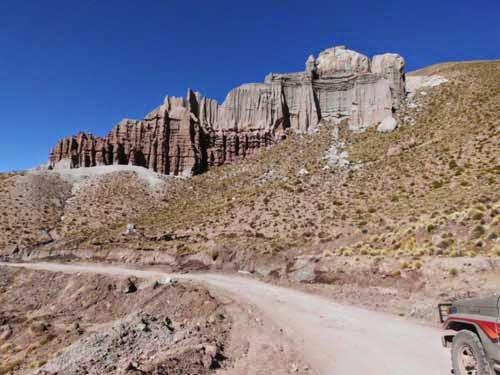 Beeindruckendes Panorama auf der Fahrt nach Guadalupe. Etwa eine Stunde mit dem Jeep durch die Anden