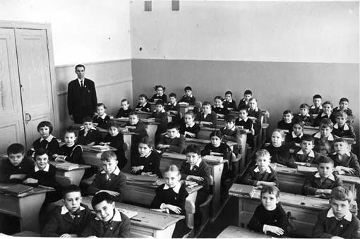 1950s elementary school room
