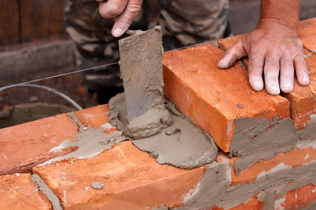 http://4.bp.blogspot.com/-AImV6-0OkHg/UiWSIU4EfjI/AAAAAAAADFc/qy52vzdrz4A/s640/Brick-Mason4.jpg