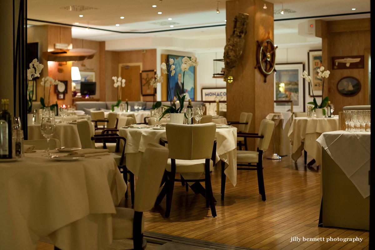 Monte carlo weekly photo monaco yacht club the dining room for Monte carlo yacht club
