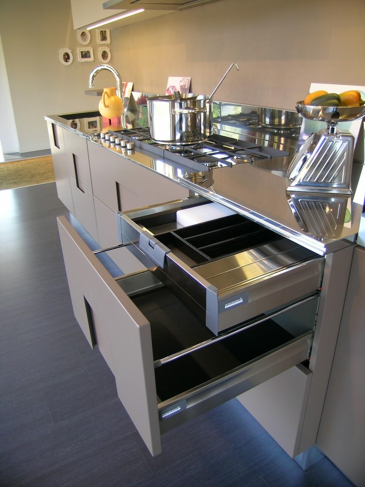 Cucine e arredamenti mauri interni cucina ernestomeda carr for Mauri arredamenti