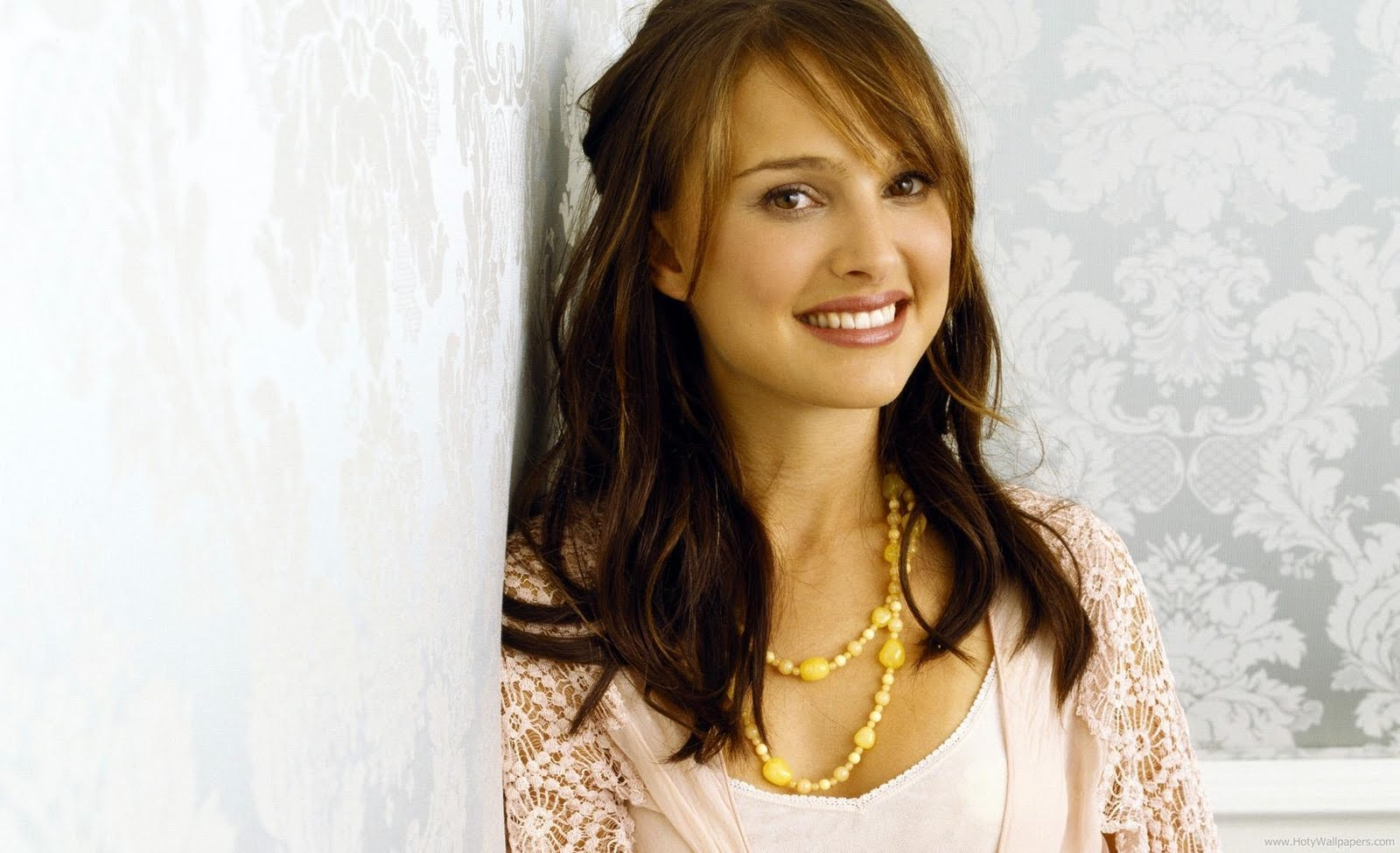 http://4.bp.blogspot.com/-AJbnI-XuV94/TrQ0uqHLA-I/AAAAAAAAOas/01wVjoCiE3k/s1600/natalie_portman_beautiful_actress_wallpaper.jpg
