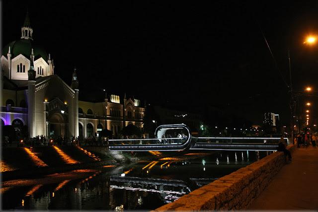 Passarela em Sarajevo tem loop no centro