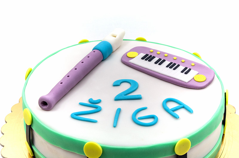 Music instruments fondant cake close up
