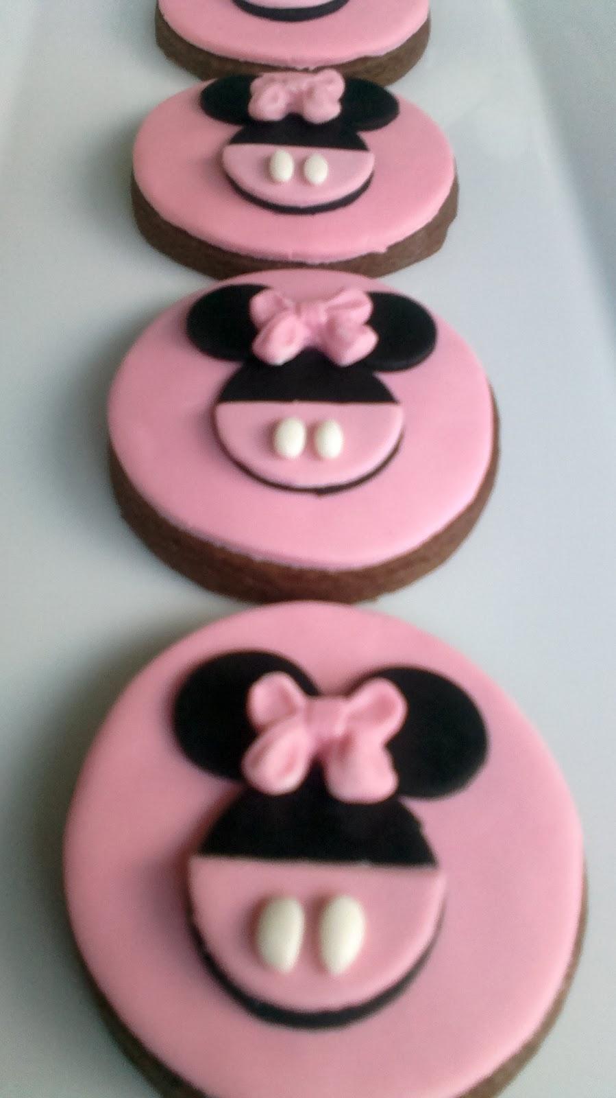 Ela nın 2ci yaş minnie mouse temalı kurabiye ve capcakeleri