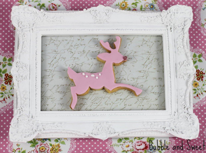 http://4.bp.blogspot.com/-AKGEpeFGrd0/ULpnJ1GsrDI/AAAAAAAAHkE/1eetzh6BrzE/s1600/cutest+christmas+cookie+pretty+reindeer+cookies+pink+glitter+white+frame.jpg