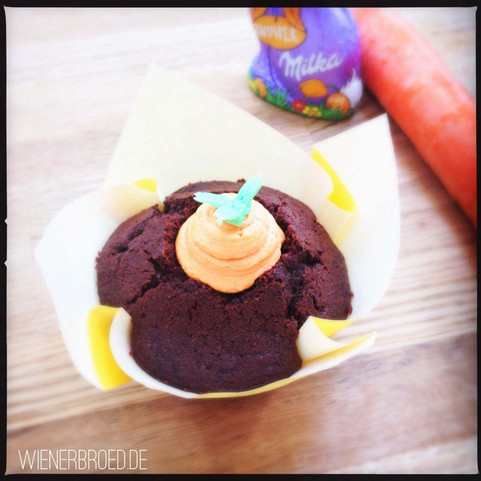 Easter cupcake with icing carrot