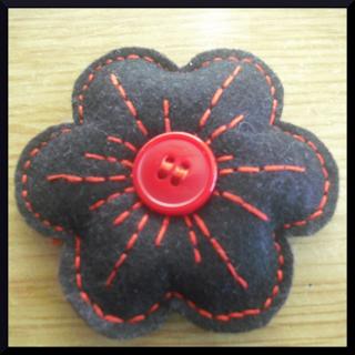 broche flor fieltro negra