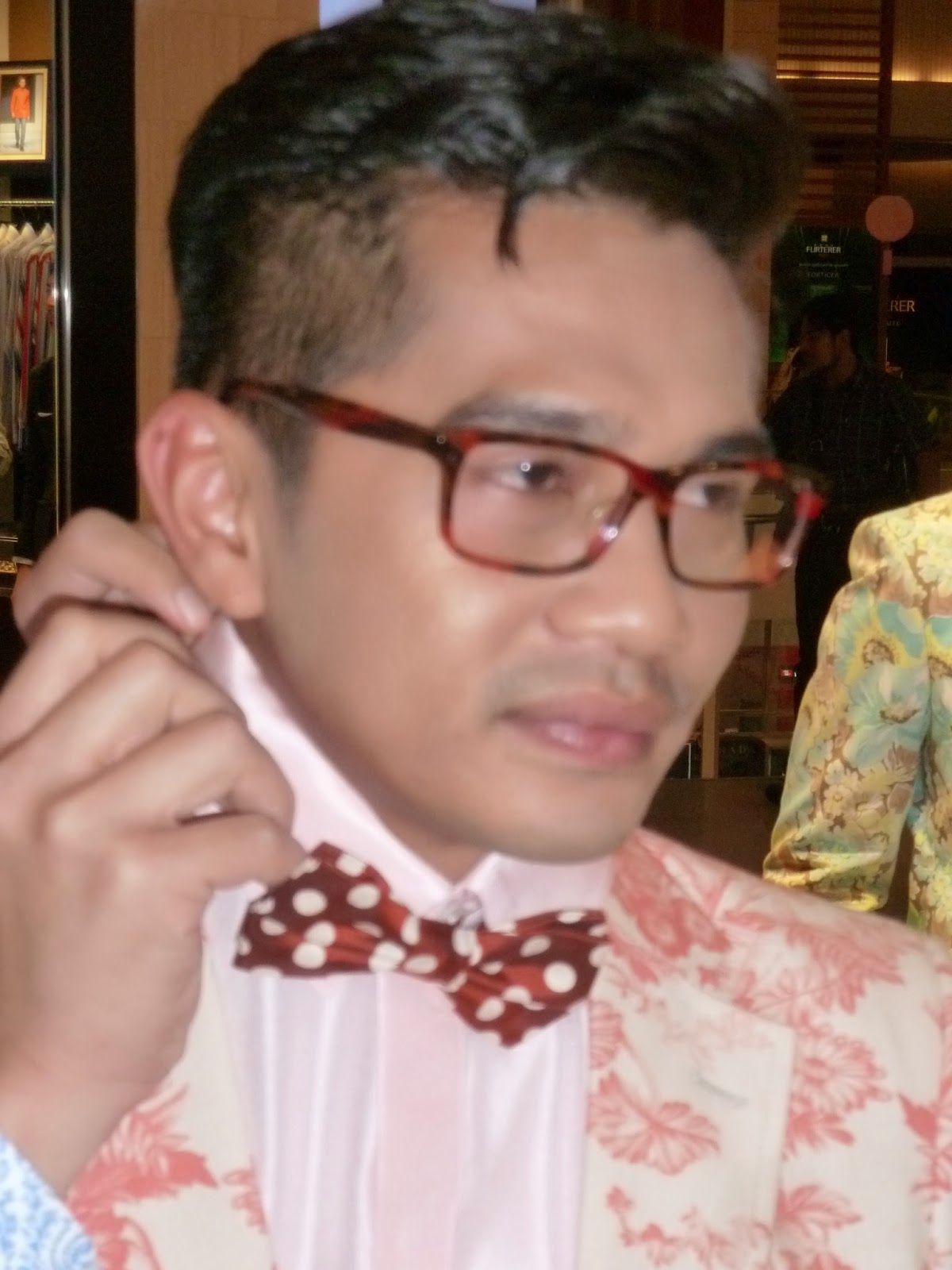 Kee hua chee live fizz fairuz leading malay actor will wear a made