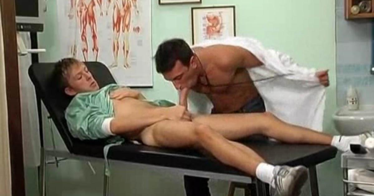 El doctor ginecologo coje a su paciente