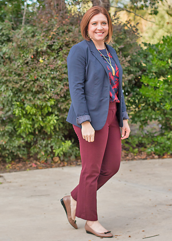 womens fall office outfit with navy blazer