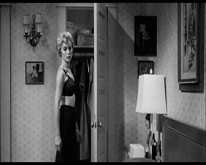 how does hitchcock manipulate the audience in the shower scene in the film psycho essay How does hitchcock explore one or two main ideas in the film, psycho alfred hitchcock  psycho and film essay  in the first instance the famous shower scene .