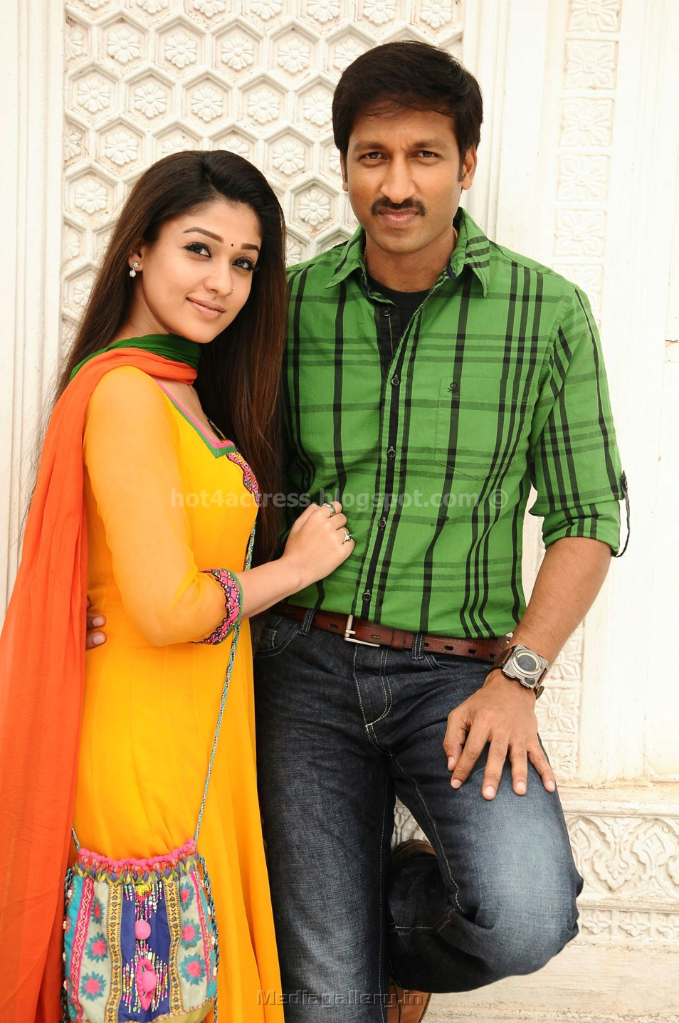 Nayantara hot pics with gopi chand