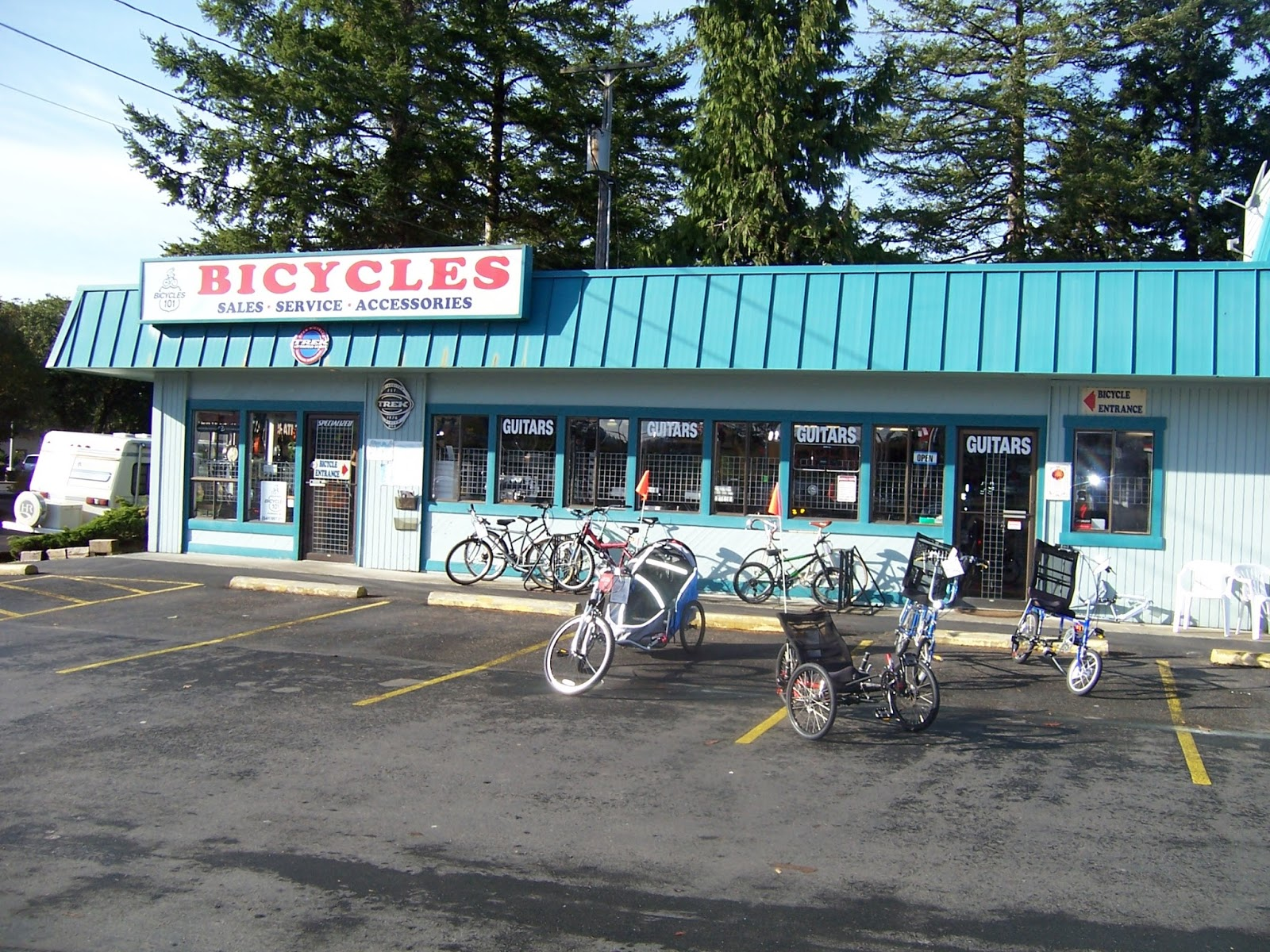 Bikes 101 Florence Oregon THE FRONT HALF OF THE STORE