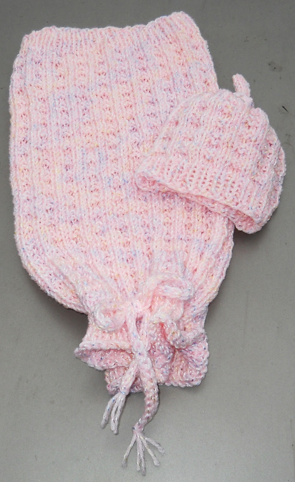 Free Knitting Pattern Baby Cocoon And Hat : Suzies Stuff: WAFFLE SLEEP SACK AND CAP