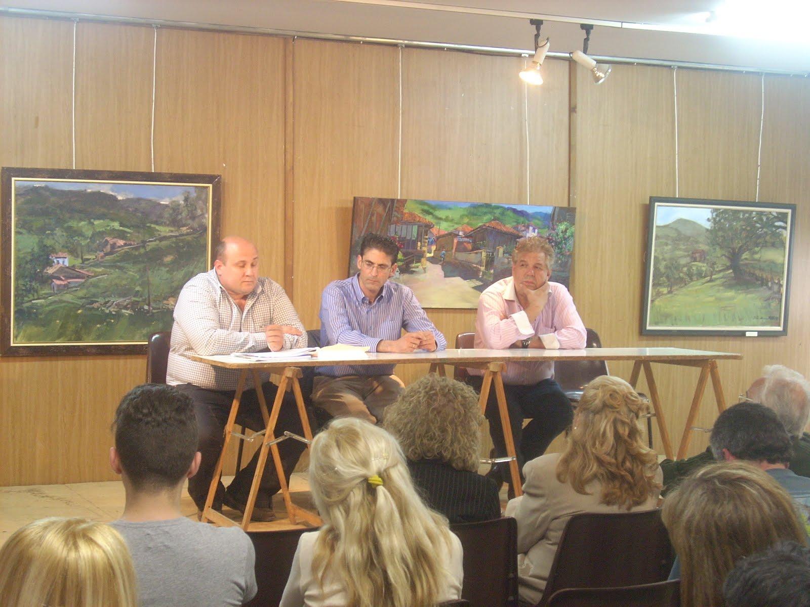 Foro asturias lena reuni n con asociaciones de campomanes for Foro chimeneas de lena
