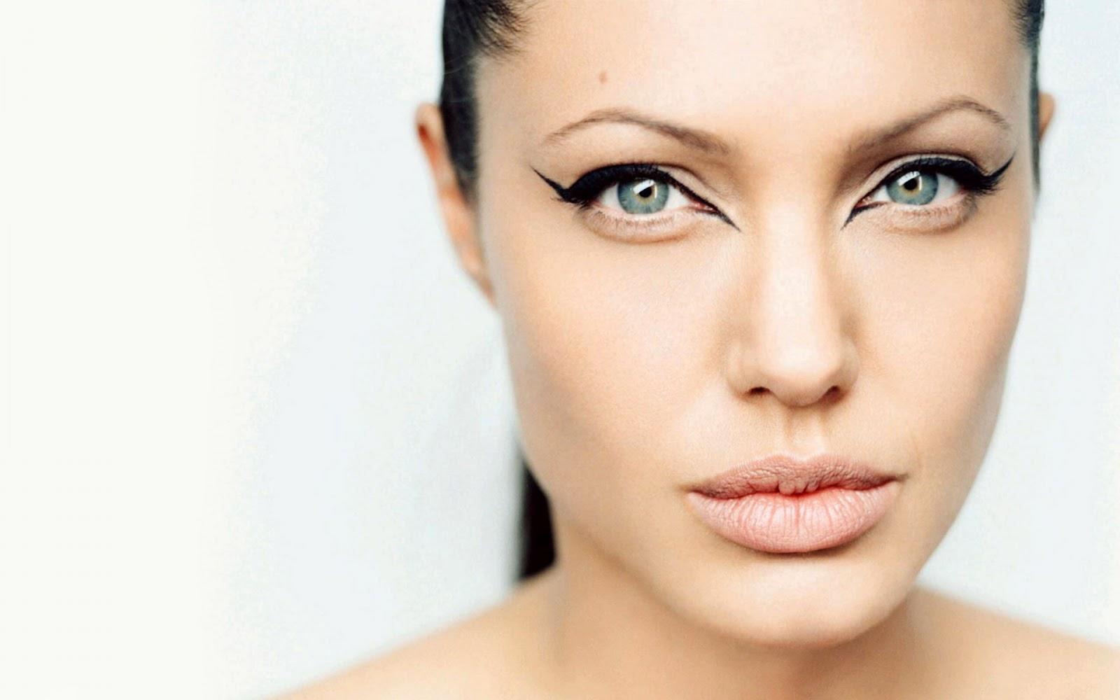 http://4.bp.blogspot.com/-ALscanBhZSg/UBTmaj-SwrI/AAAAAAAAMdM/l_WgDeeNFmI/s1600/Angelina-Jolie-355.jpg