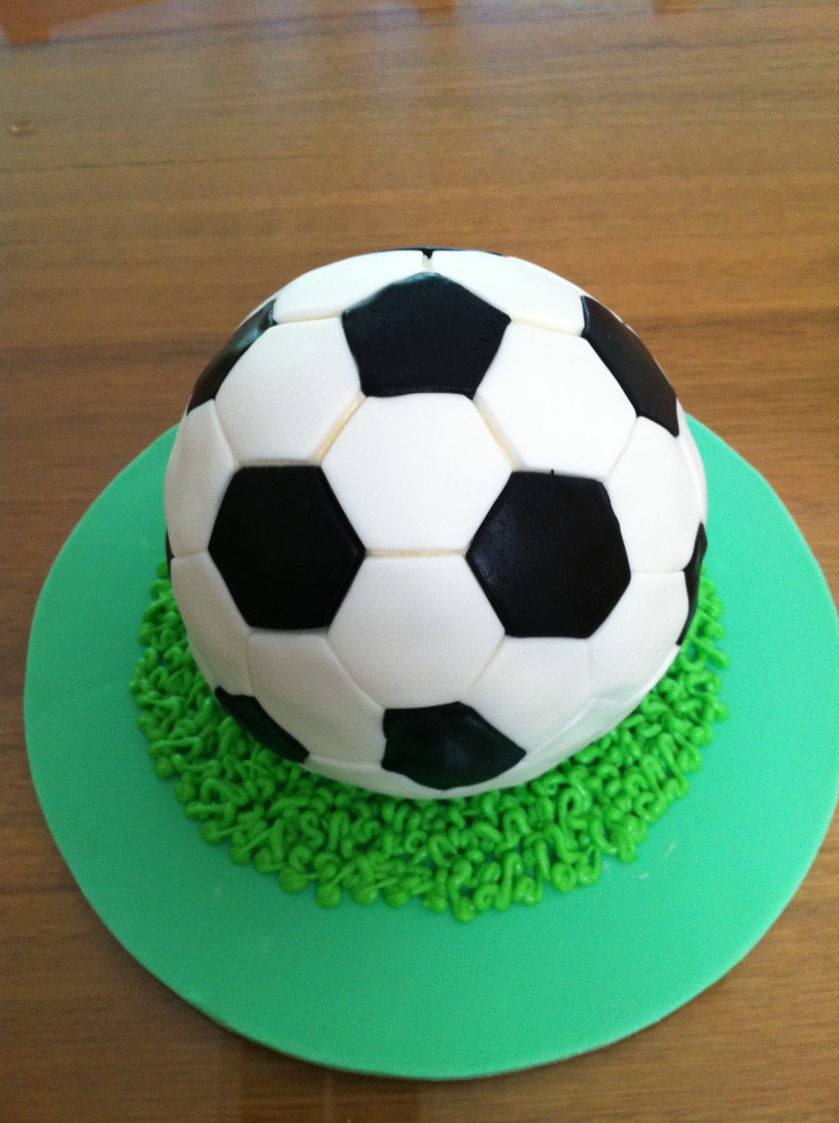 Mud Cake And More: Soccer Ball Cake v2
