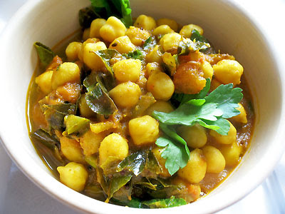 spicy chickpeas in a tangy gravy