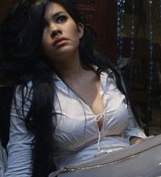 Foto Seksi Kartika Putri terbaru