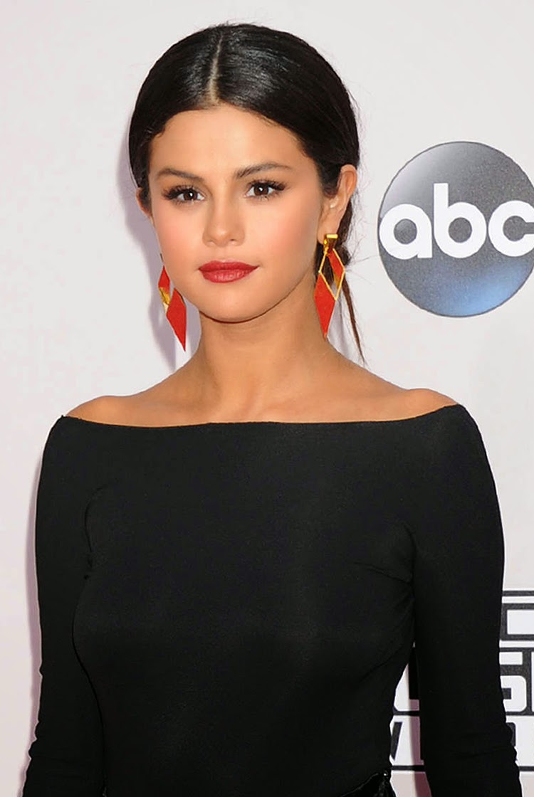 Selena Gomez at 2014 American Music Awards in Los Angeles