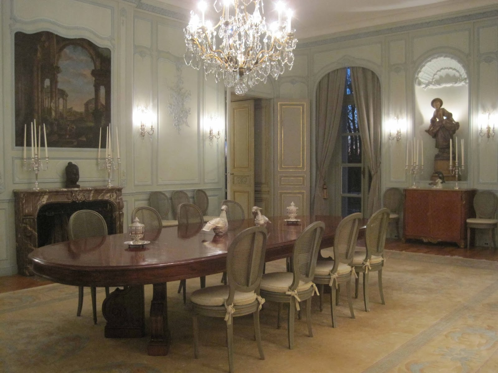 Netdining Rooms With Chandeliers : ... chandeliers i was transfixed by this picture the chandelier an antique