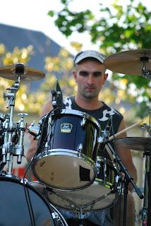 Hervé batteur de Daonet en concert à Nantes