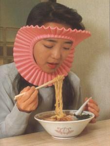 Penahan Rambut saat Makan Mie