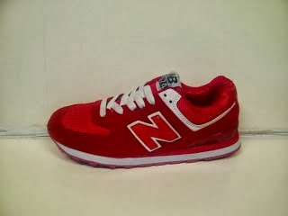Sepatu New Balance 574 Women merah,