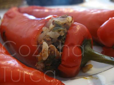 Pimentos Vermelhos Recheados (Etli Kırmızı Biber Dolması)