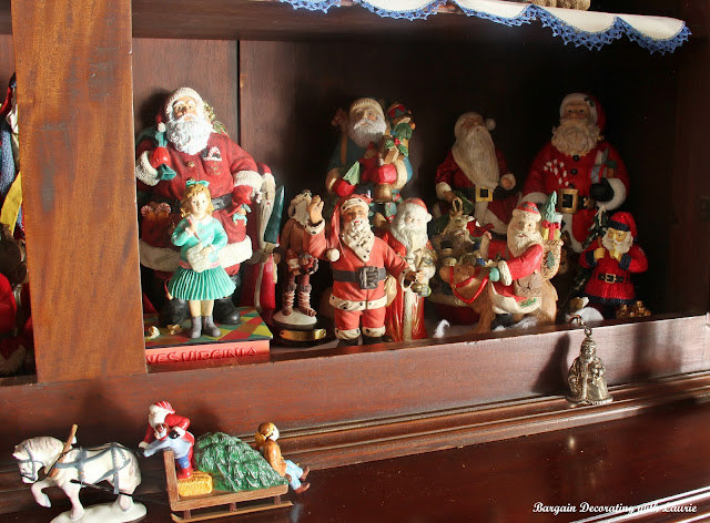 Christmas Santas-Bargain Decorating with Laurie