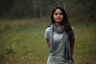 Sanyathara in Pani Vizhum Malar Vanam New Movie Stills 005.jpg