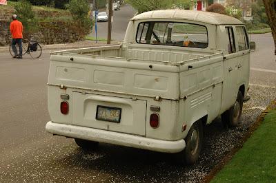 1968-Volkswagen-VW-Transporter-Double-Cab-Pickup-Truck.