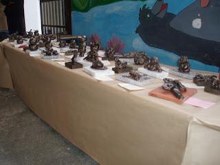 Estatuas de escayola sobre mármol
