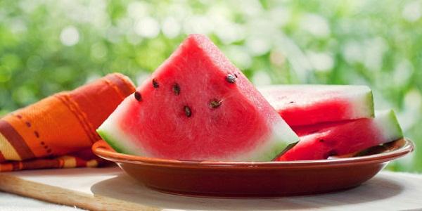 buah mangga segar saat puasa