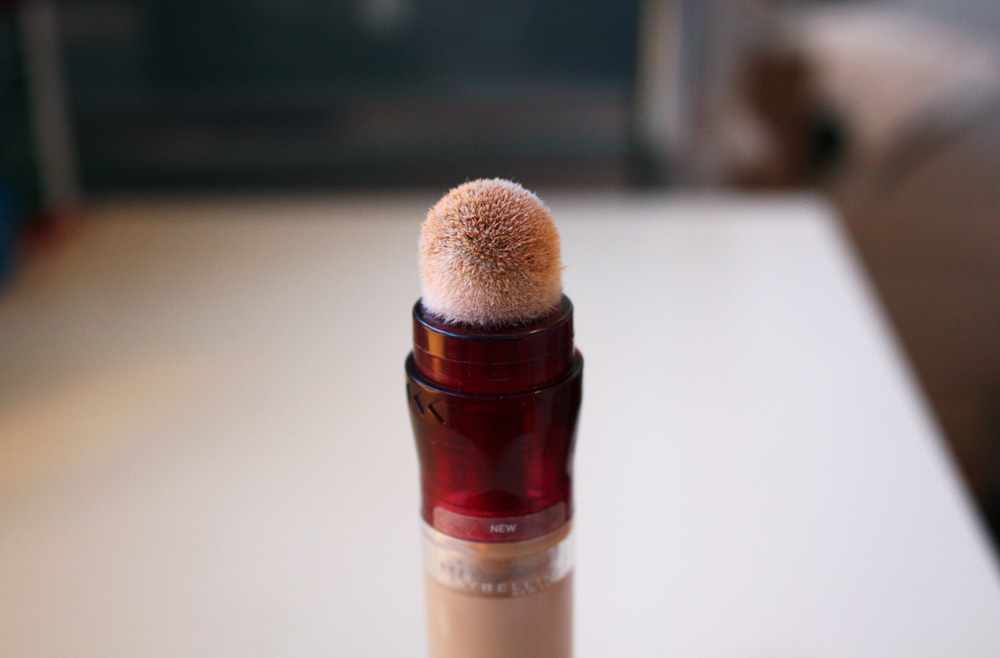 "Maybelline instant Anti Age ""The Eraser"" eye concealer light"