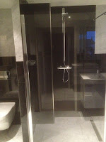 natuurstenen badkamer