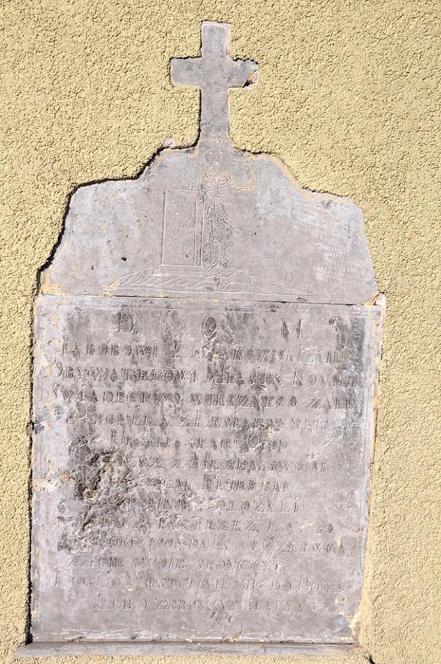 Końskie, marmurowa płyta wmurowana w północną ścianę kościoła p.w. św Anny i św. Jana Chrzciciela. Fot Bartłomiej Woźniak.