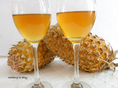 Medicinal and delicious drinks with pineapple skin