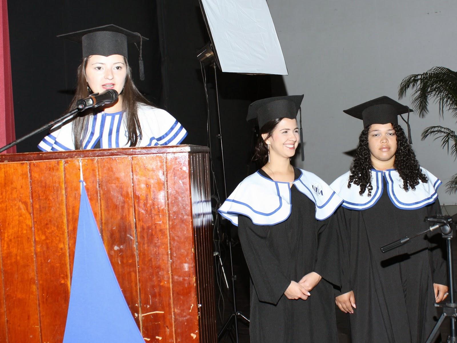 Isley Ochoa, graduando con la distinción Summa Cum Laude, pronunció las palabras de solicitud de títulos a las autoridades. (Foto: Moisés Vivas)