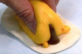 Gudetama, Kue yang Bisa 'Muntah' dan 'BAB'