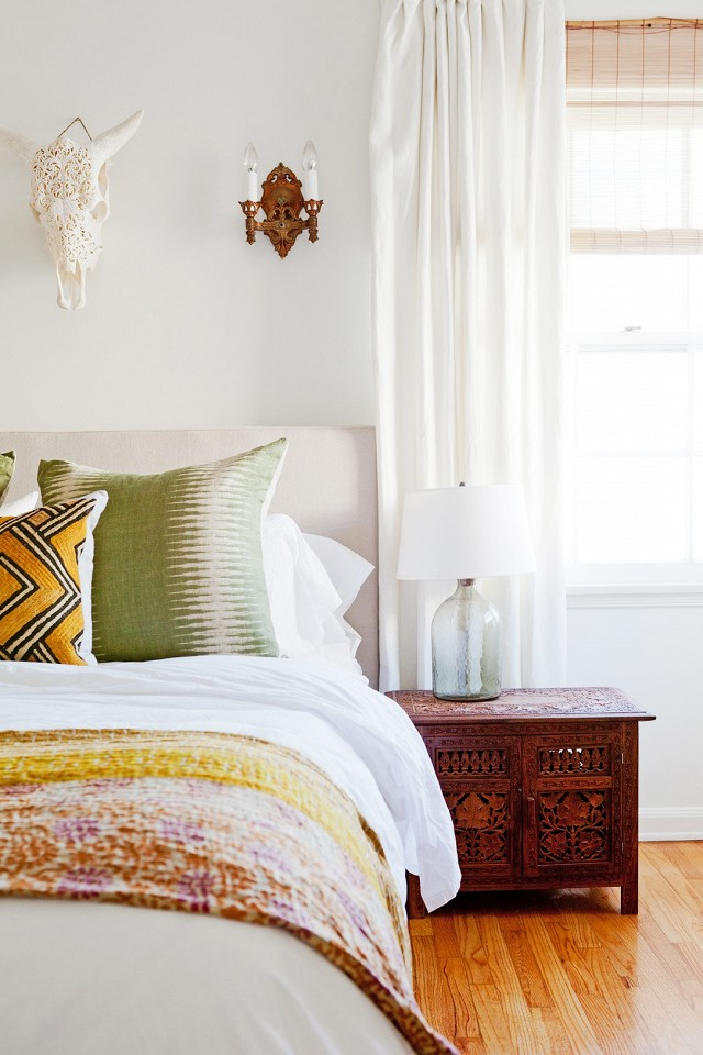 home-tour-a-young-designers-cheerful-eclectic-la-home-1519487.640x0c.jpg