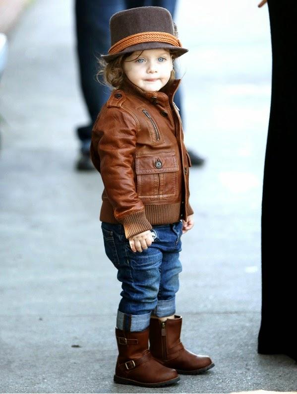 Gambar anak kecil pakai topi keren banget