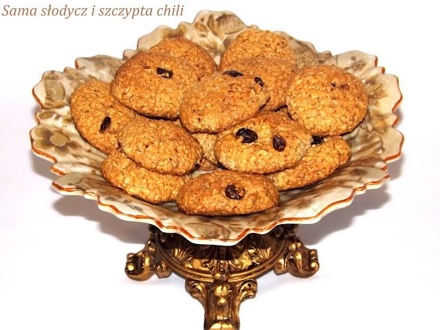 Ciasteczka owsiane z orzechami, migdałami i żurawiną.